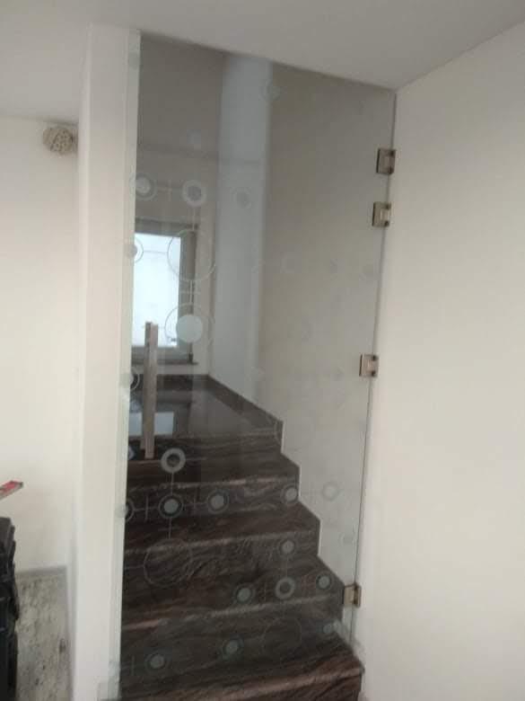 Закалена стъклена врата 12