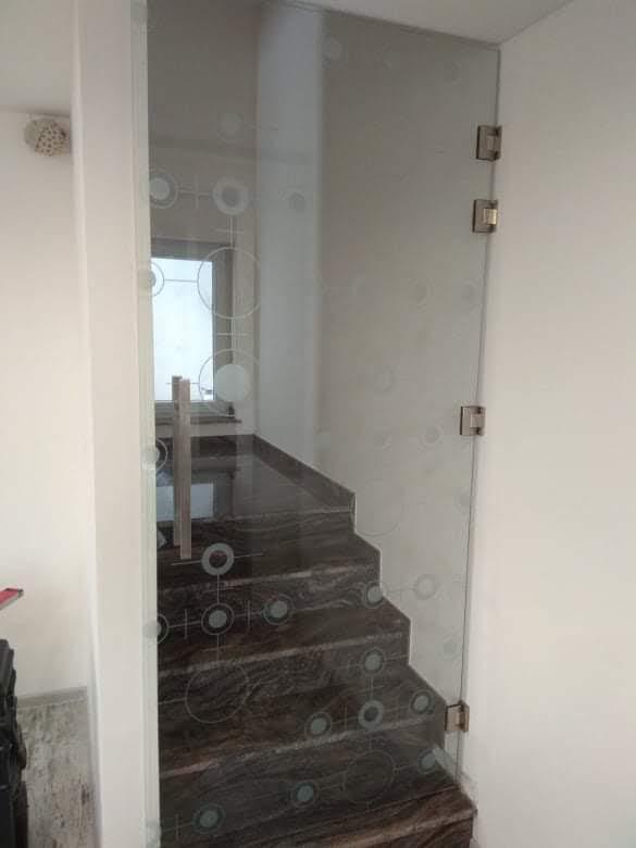 Закалена стъклена врата 13