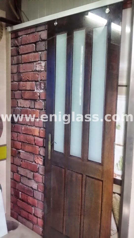 Закалена стъклена врата 22