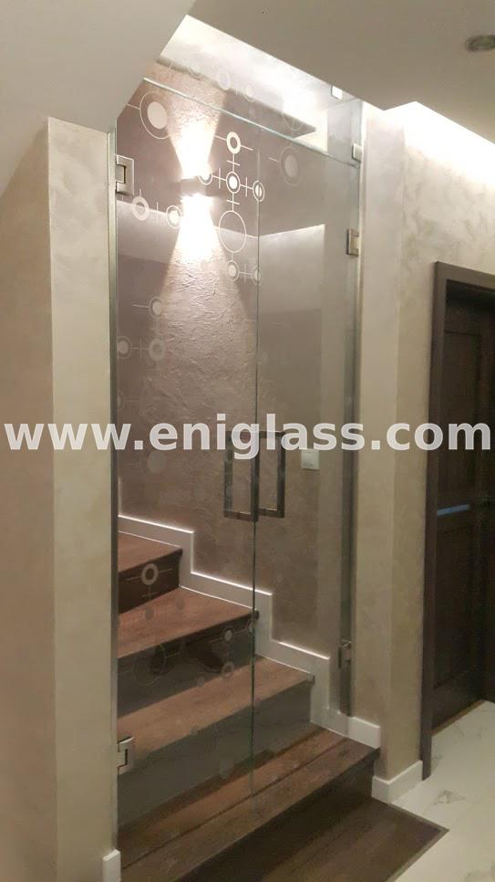 Закалена стъклена врата 24