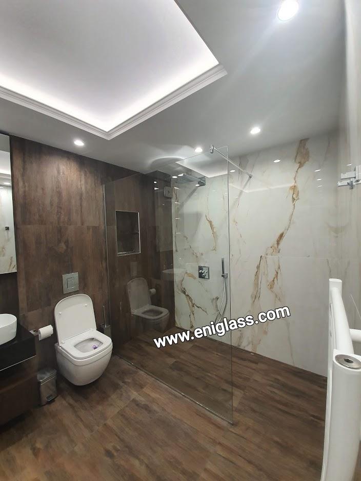 Параван за баня с CLEAR VISION флоатно стъкло с максимална прозрачност и неутралност и безцветни оттенъци с по-ниско съдържание на желязо .
