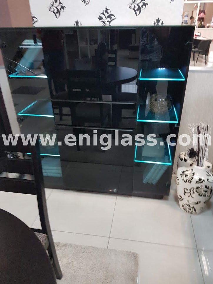 Стъклен шкаф 7