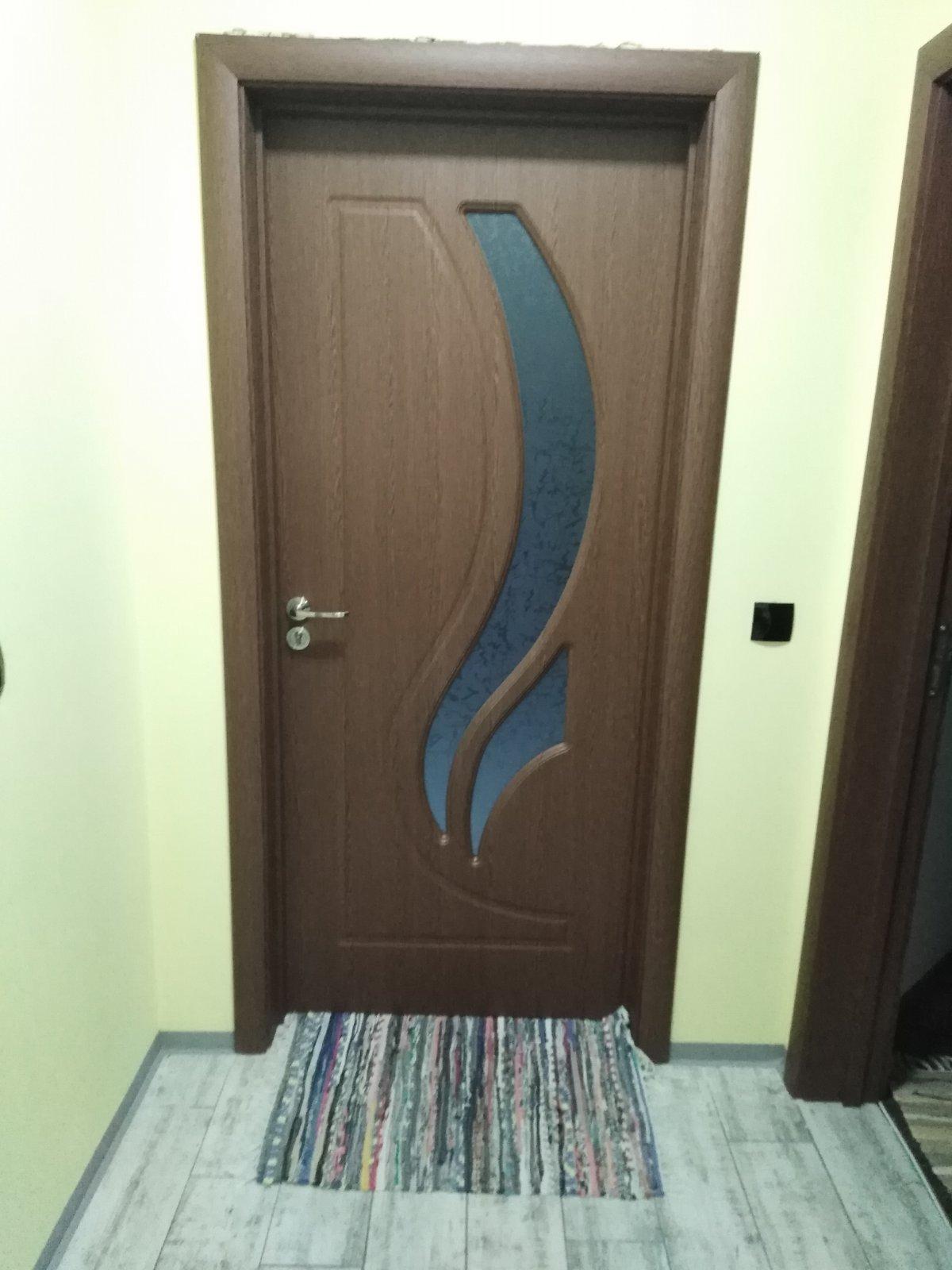 врата интериорна със стъкло