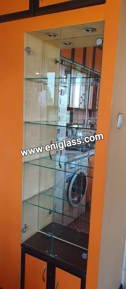 стъклен шкаф