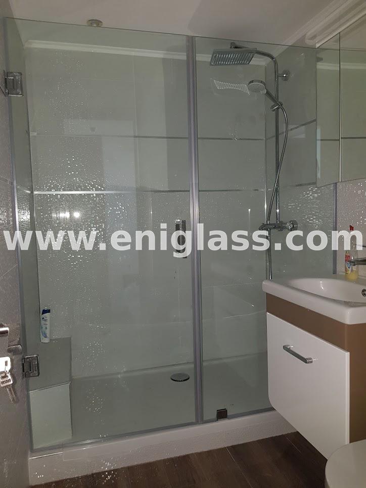 Стъклена душ кабина с панти 1
