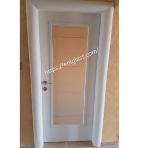 Интериорна врата Турска плътен HDF мат прозрачни ивици закалено стъкло