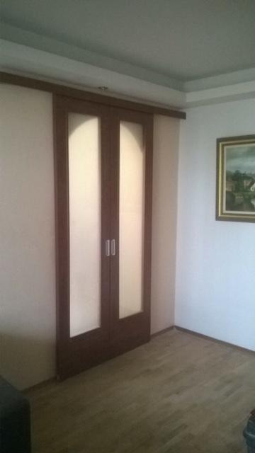 Интериорна остъклена врата с мат стъкло с плъзгане