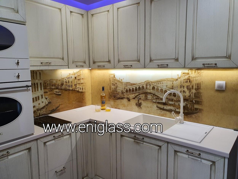 гръб на кухня с принт стъкло